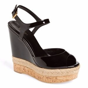 Gucci Hollie black patent Wedges